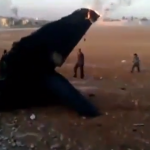 """فيديو: اسقاط طائرة """"ميغ"""" جديدة تابعة لنظام البعث من قبل الجيش السوري الحر"""