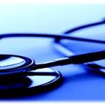 فيديو: أطباء كويتيون يعلنون رفضهم لقرار وزارة الصحة بالتفرقة بعلاج المرضى الكويتيين والوافدين