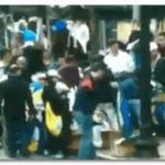 فيديو: بعد انفجار بوسطن عدد كبير من الماره يسرقون ملابس المتسابقين بالماراثون !