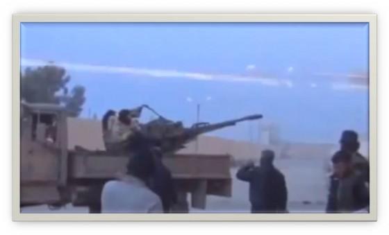 فيديو: صاروخ من جيش بشار الأسد يمر بمسافة قريبه جداً من فوق رؤوس الثوار دون أن يصيبهم