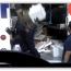 فيديو يثير إستياء الأمريكيين لموظفين شركة الشحن FedEx يرمون الصناديق دون مبالاة بمحتوياتها!