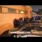 """فيديو: مجموعة من القوات الخاصة يتحدثون بلهجة غير كويتية يعتدون على المواطن """"الرجيب"""" وهو يردد: أنا كويتي وما أنكسر"""