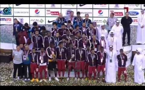 """فيديو: لحظة تتويج منتخب قطر بـ""""كأس الخليج الـ22″ بعد فوزه على السعودية   خليجي 22"""