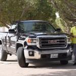 فيديو: حلقة جديدة من برنامج السيارات Q8Stig مع سيارة GMC Sierra الجديدة