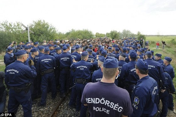 2C15149D00000578-3226888-DOzens_of_police_circled_around_the_migrants_they_managed_to_cat-a-7_1441747865789