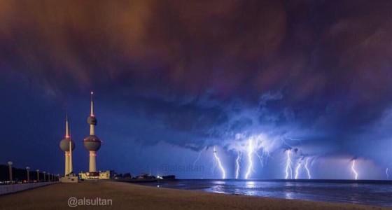 أبرز المقاطع و الصور لـ(#أمطار_الكويت يوم 28-10-2015) أمطار رعدية غزيرة.. والجهراء الأكثر غرقاً