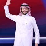 فيديو: لحظة تتويج الشاعر الكويتي راجح الحميداني بلقب حامل بيرق شاعر المليون