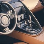 فيديو: حلقة جديدة من برنامج السيارات Q8Stig مع سيارة جاكوار F-Type SVR الجديدة