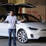فيديو: حلقة جديدة من برنامج السيارات Q8Stig مع سيارة تيسلا موديل X الجديدة